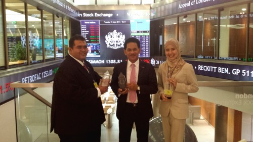 Bank_Islam_Malaysia - (from left) Hizamuddin Jamalluddin, Dato' Sri Zukri & Haryati Yahya